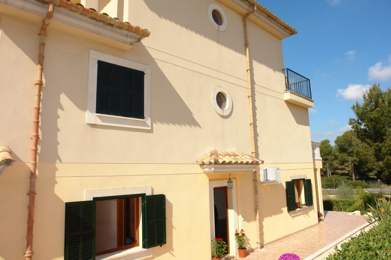 Semi-detached house with communal pool and gardens  - 5461V, Villas