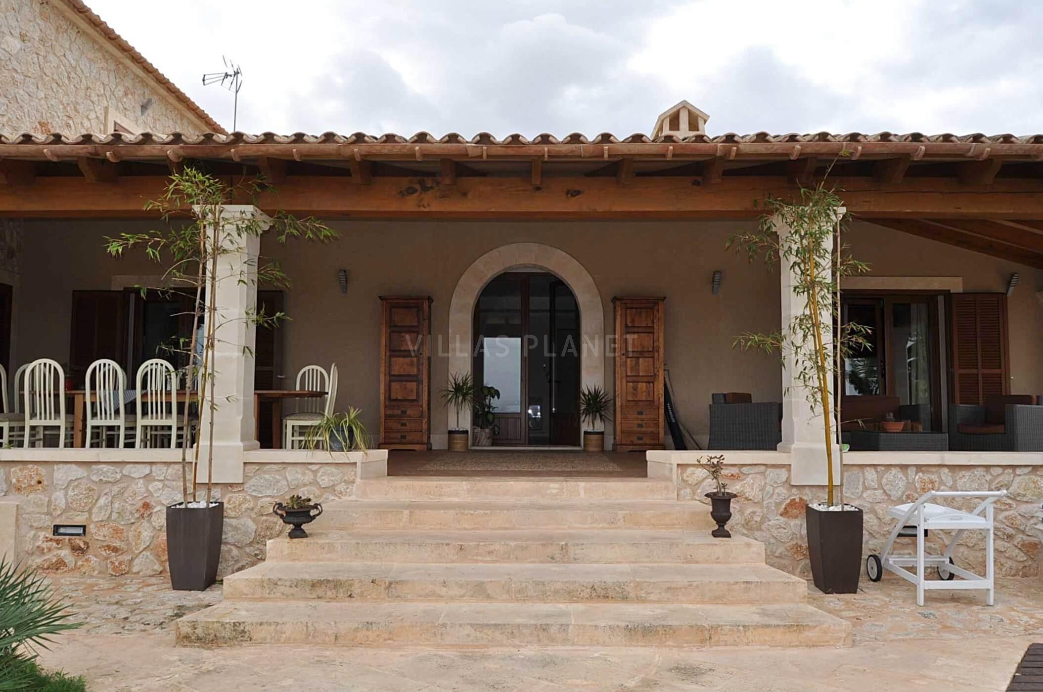 Villa con piscina en finca rustica en campos 2009v for Villas rusticas
